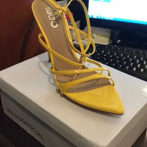 US size 9/ UK size 9 Yellow pointed sandals